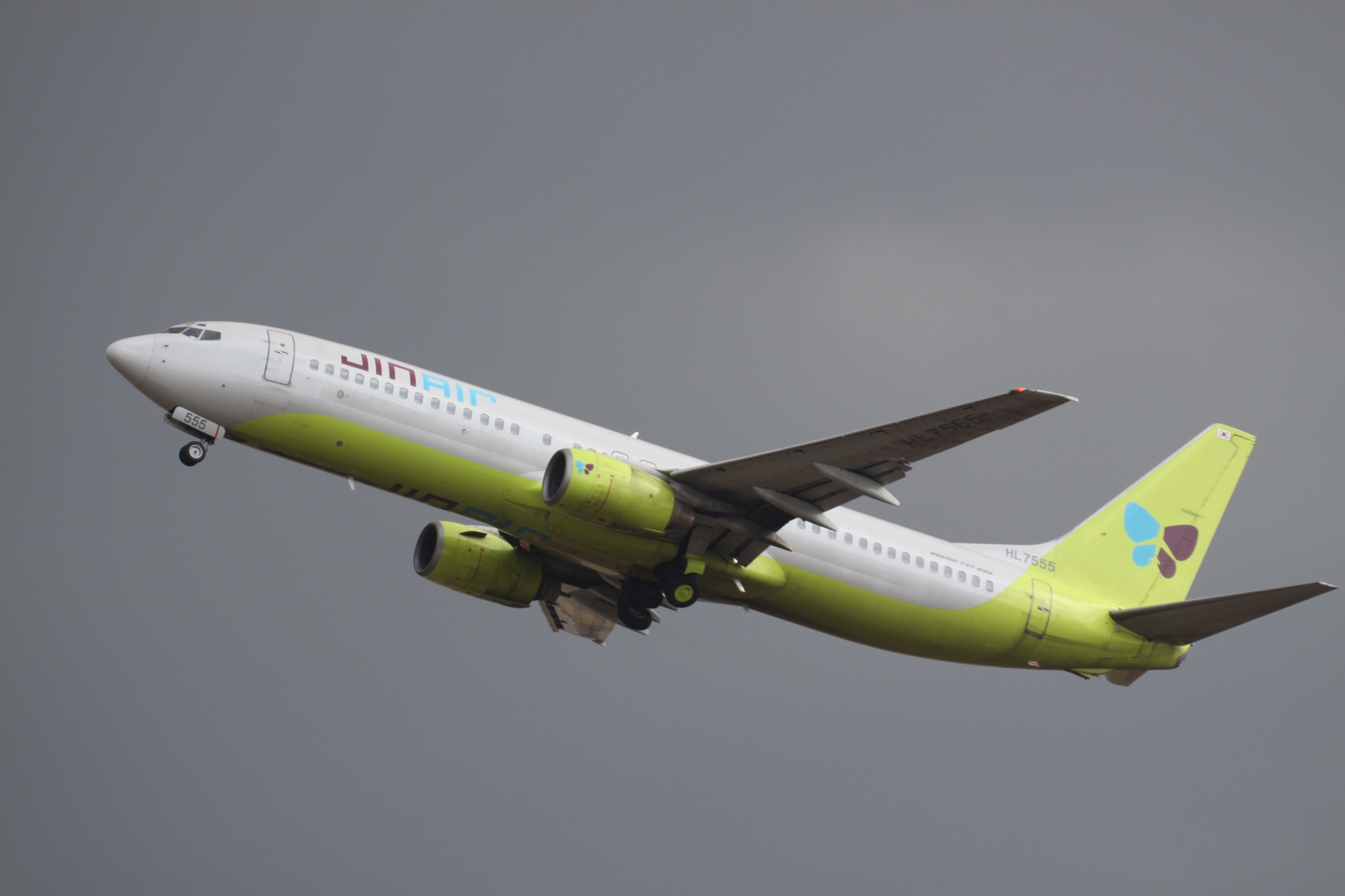 HL7555_Boeing_B.737_Jin_Air_(7596800176)