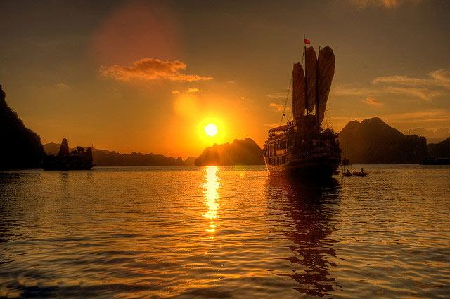 Du lịch biển: Vịnh Hạ Long