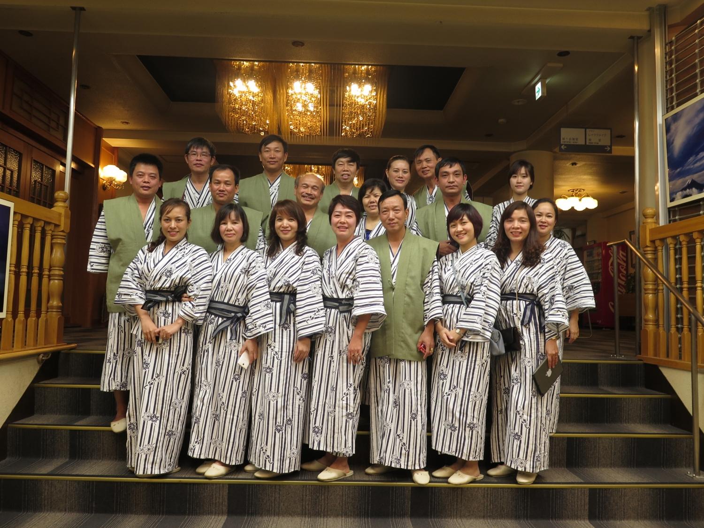 Đoàn mặc thử trang phục truyền thống Nhật Bản