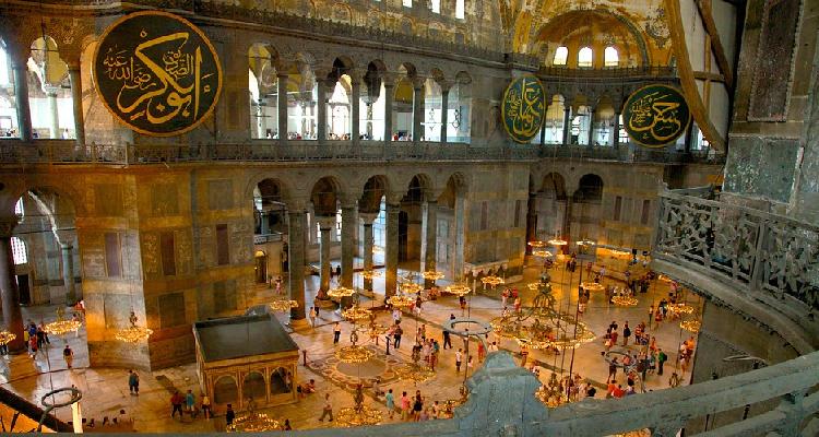 Bên trong Thánh đường Hagia Sophia