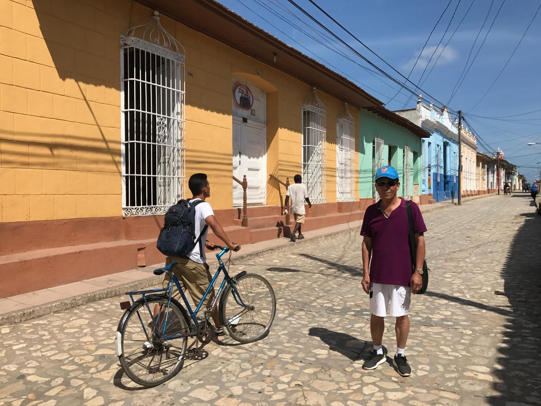 khách Vietgloabl travel dạo phố Cuba