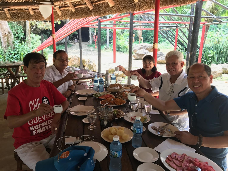một bữa ăn của khách Vietglobal travel tại Cuba