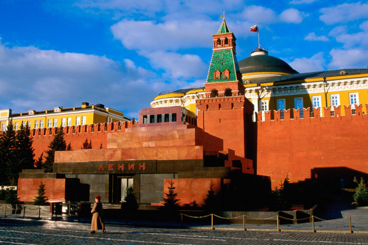 Lenin-Tomb-Red-Square-Moscow_cs