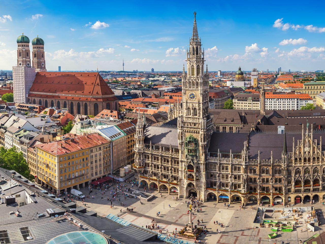 St. Maria's Square (Marienplatz)1